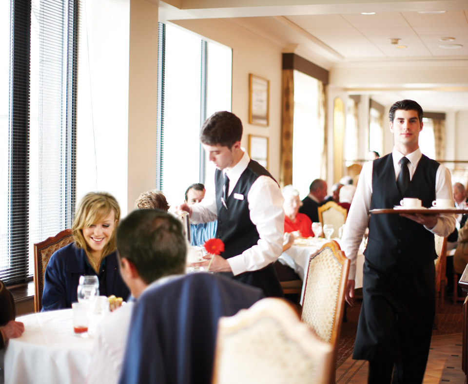 30046_5_Pomme_dOr_Carvery_Waiters_Large_960x788px.jpg